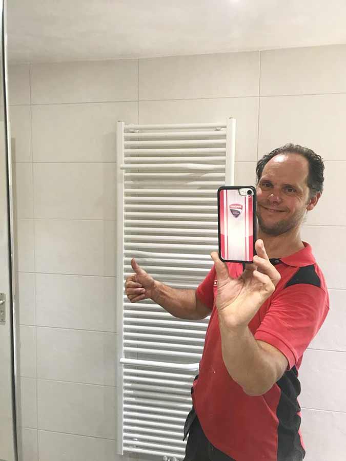 Feike maakt selfie voor designradiator